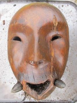 於阿拉斯加西南部出土的半人半海象面具(University of Aberdeen)