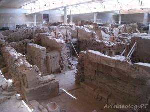 青銅時期城鎮阿克羅提利一景,挖掘工作仍在進行中。
