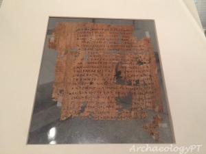 紙莎草紙殘頁,以希臘文書寫的新約聖經馬太福音的開頭,年代約為西元200至300年。
